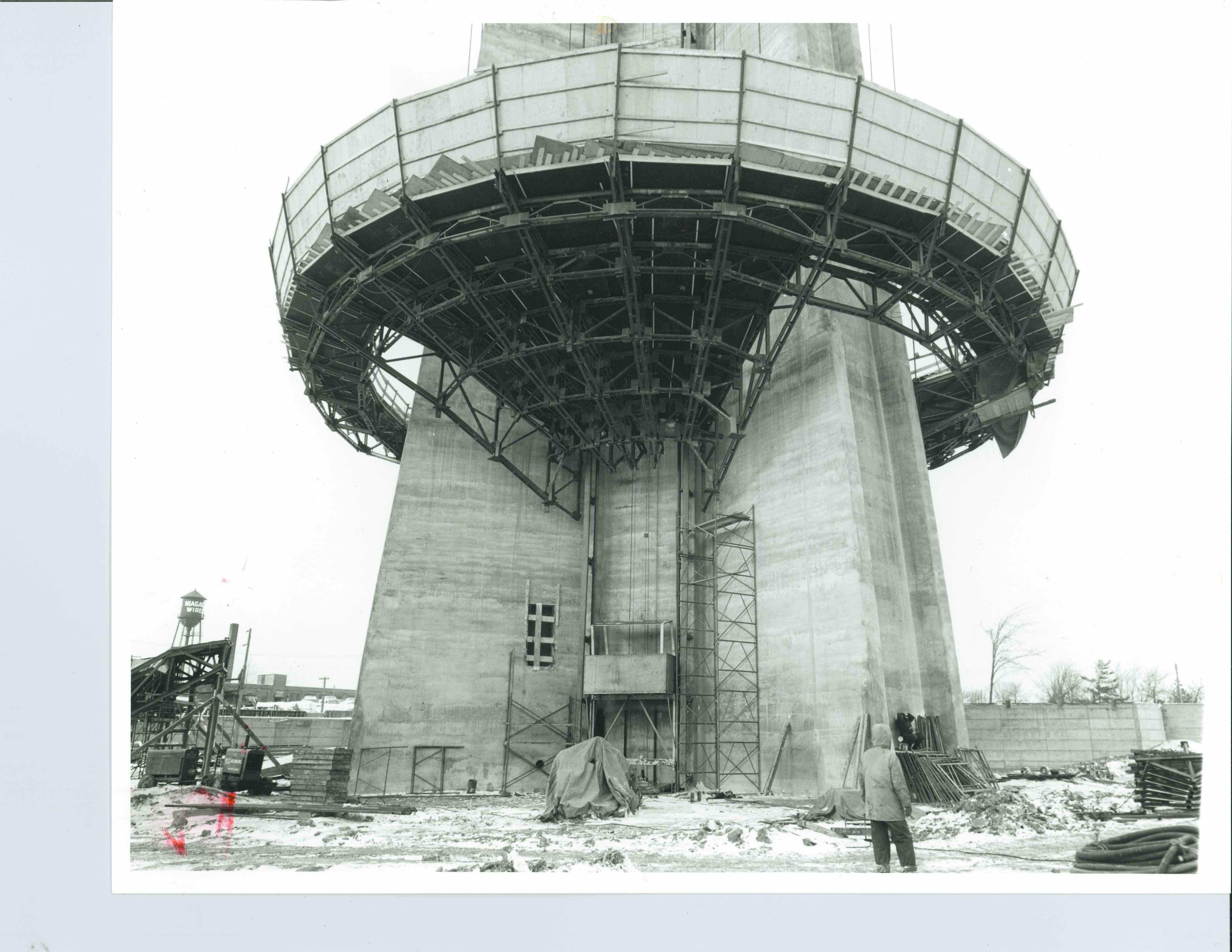 Début de la construction de la tour