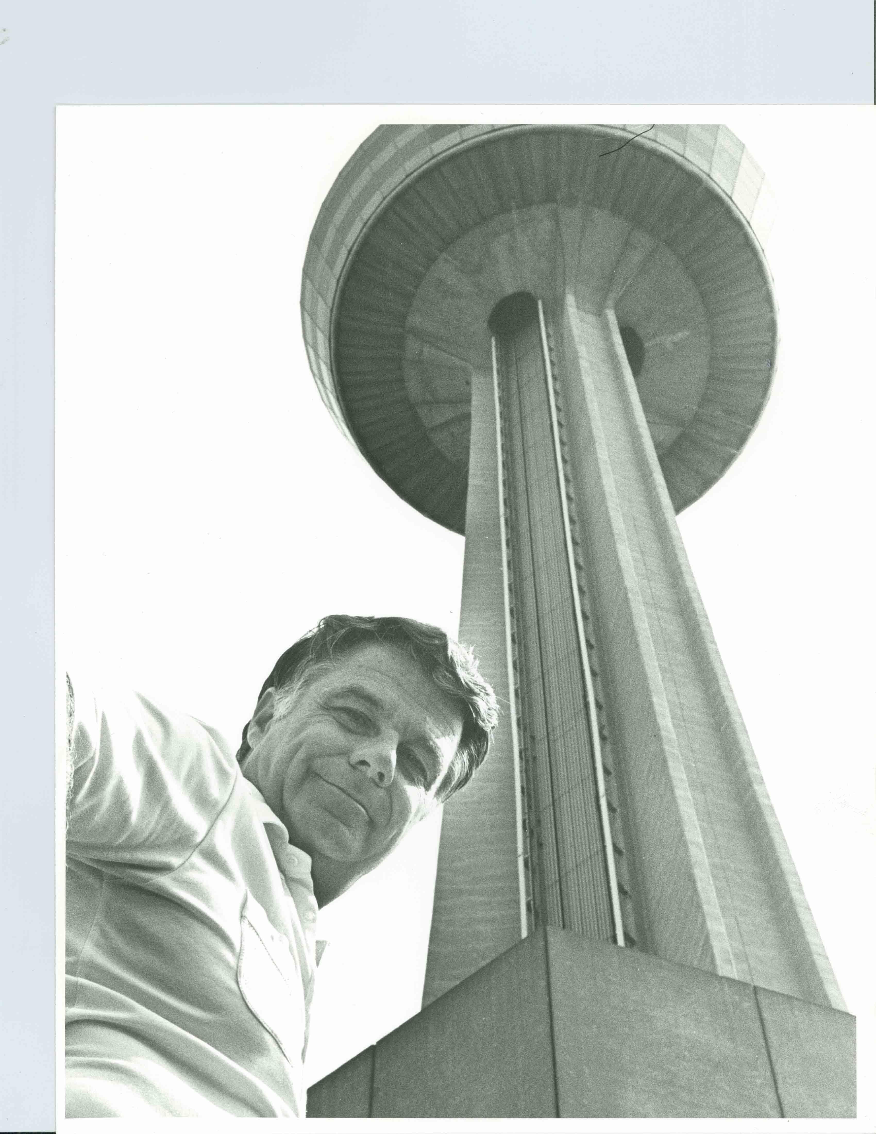 La tour a été officiellement nommée «Skylon Tower»