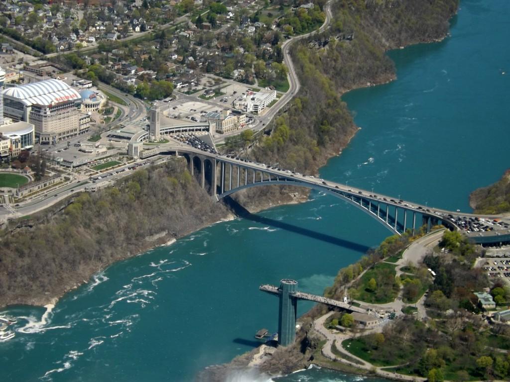 Rainbow Bridge in Niagara Falls